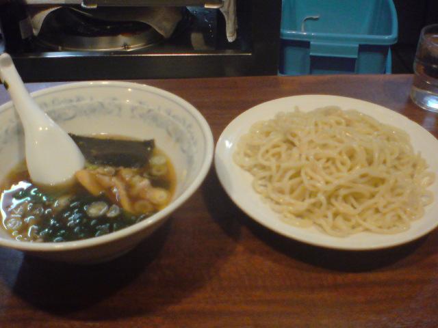 ラーメン、つけ麺〜。